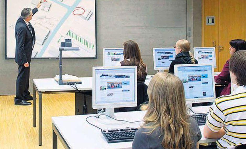 Pizarras interactivas, proyectores inteligentes serán herramientas comunes en las aulas. (Foto: Wolfvision)