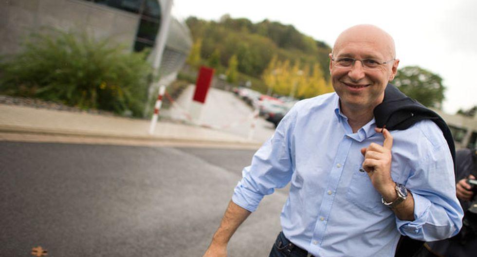El Nobel alemán Stefan Hell fue retratado a la salida de la conferencia en la que anunciaban su premiación. (Foto: AFP)