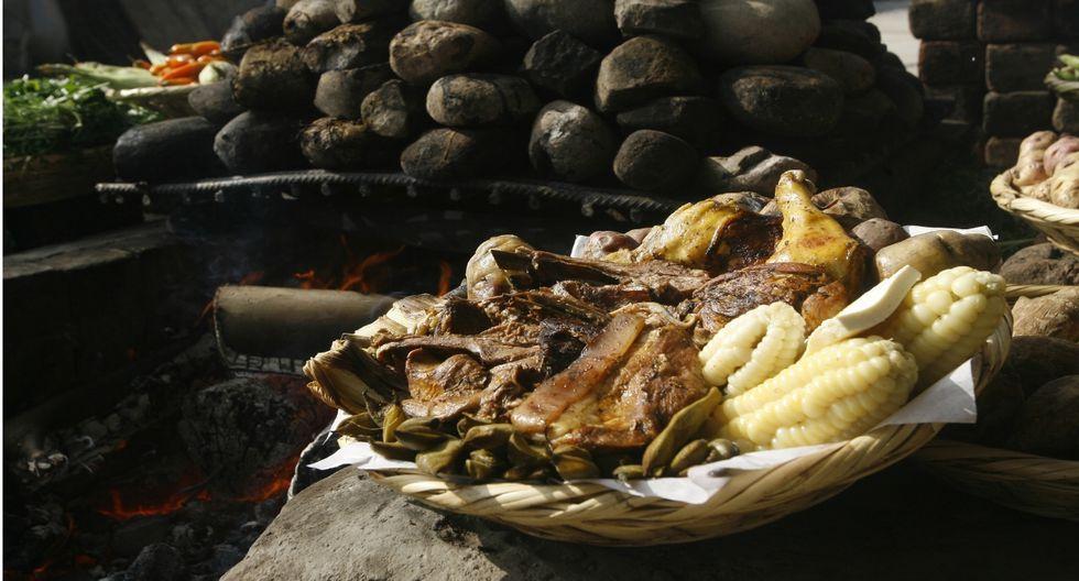 La cocción de este plato dura entre 40 y 90 minutos bajo tierra. (Foto: USI)