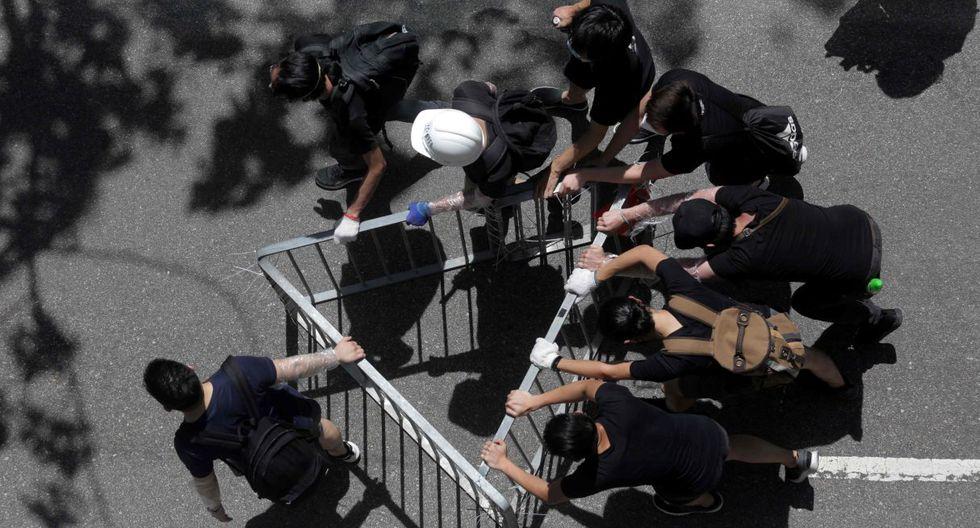 Además, exigieron la retirada del polémico proyecto de ley de extradición y la dimisión de la jefa del Ejecutivo local, Carrie Lam.(Foto: AFP)