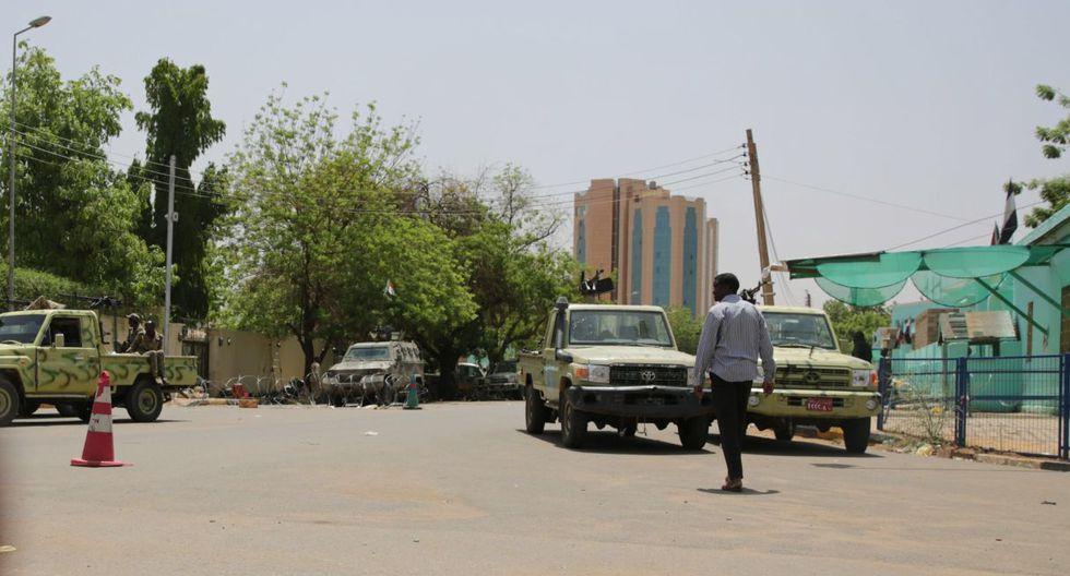 Según testigos, en la ciudad de Um Durman, vecina a Jartum, la policía usó gases lacrimógenos para dispersar a las personas que se habían concentrado a rezar.(Foto: EFE)