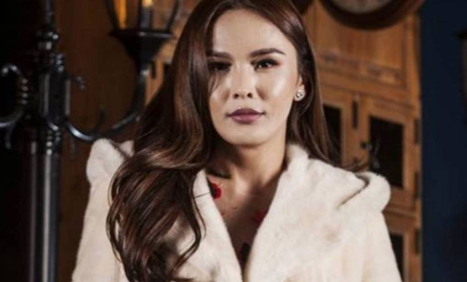 Miss Mongolia busca llegar a Miss Universo.