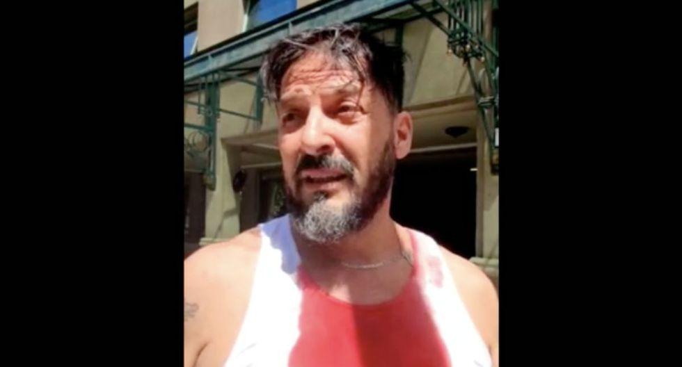 El periodista chileno Rafael Cavada fue golpeado en la cabeza con un bate por parte de manifestantes. (Captura Twitter).