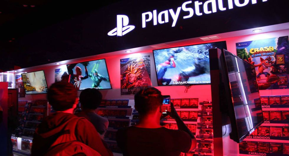 Dos conocidas tiendas de Lima fueron el punto de encuentro de varios fanáticos del popular superhéroe de Marvel para adquirir el esperado videojuego exclusivo para PlayStation 4. (Fotos; Luis Carnero B.)