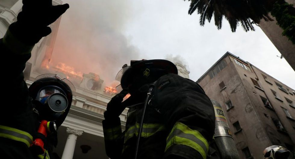 Firemen respond to a fire at the Pedro de Valdivia University during a protest against Chile's government in Santiago, Chile November 8, 2019. REUTERS/Henry Romero