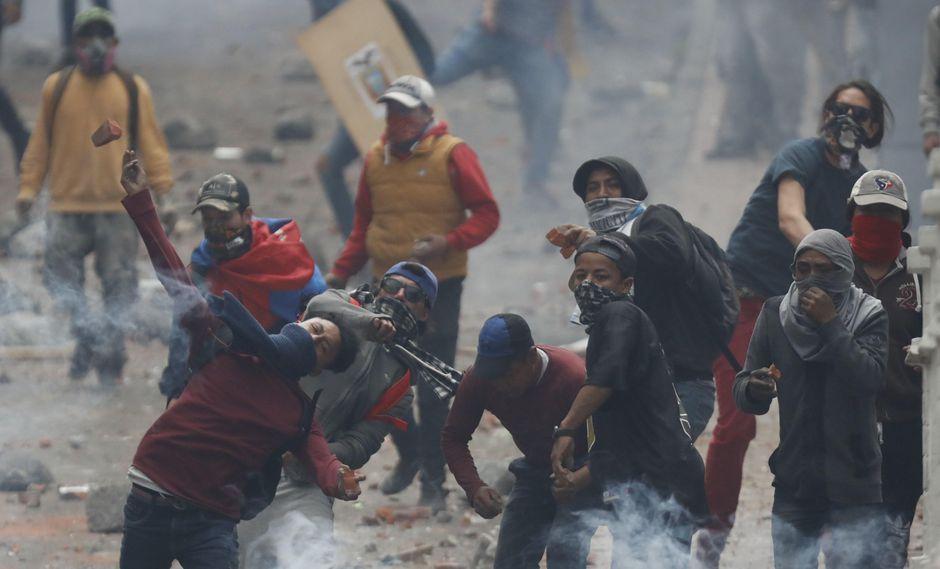 Las mayores manifestaciones este miércoles se han registrado en la capital ecuatoriana, donde miles de indígenas caminaron hacia el casco colonial. (Foto: EFE)
