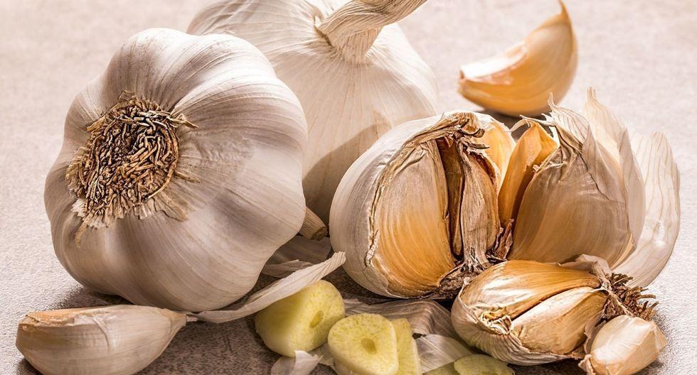 El ajo. Es antibacteriano, antihongos y antivirales. Si empiezas a sentir los primeros síntomas del resfrío. Toma o come ajo fresco. (Foto: Pixabay)