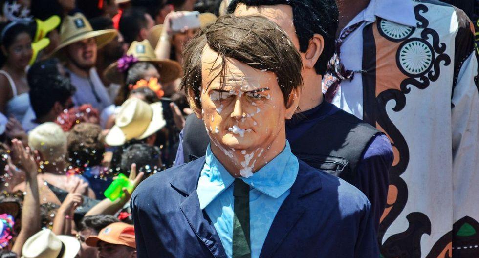 Fotografía de un muñeco gigante que representa al presidente brasileño Jair Bolsonaro durante un desfile del Carnaval en Olinda, estado Pernambuco (Brasil). (EFE).