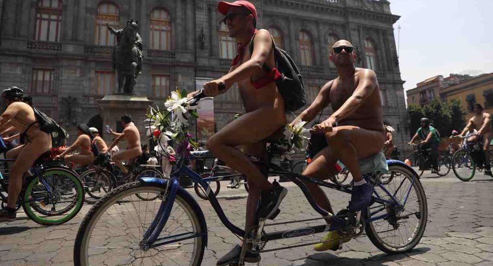 El recorrido de los ciclistas desnudos terminó cuando llegaron al Zocalo. (Foto: EFE)