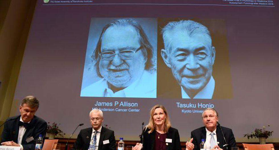 Los miembros del Comité Nobel de Fisiología o Medicina Jonas Bergh, Edvard Smith, Anna Wedell y Klas Kaerre durante el anuncio de los ganadores del 2018 Premio Nobel de Fisiología o Medicina. (Foto: AFP)
