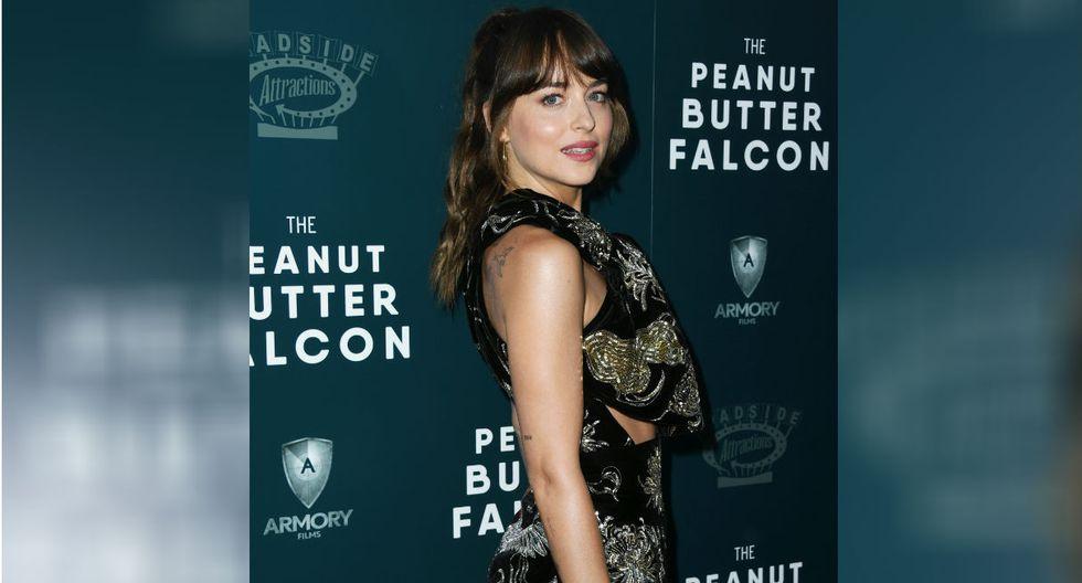 """El look de Dakota Johnson conquistó en la alfombra roja de """"The Peanut Butter Falcon"""" en Los Ángeles.(Foto: AFP)"""