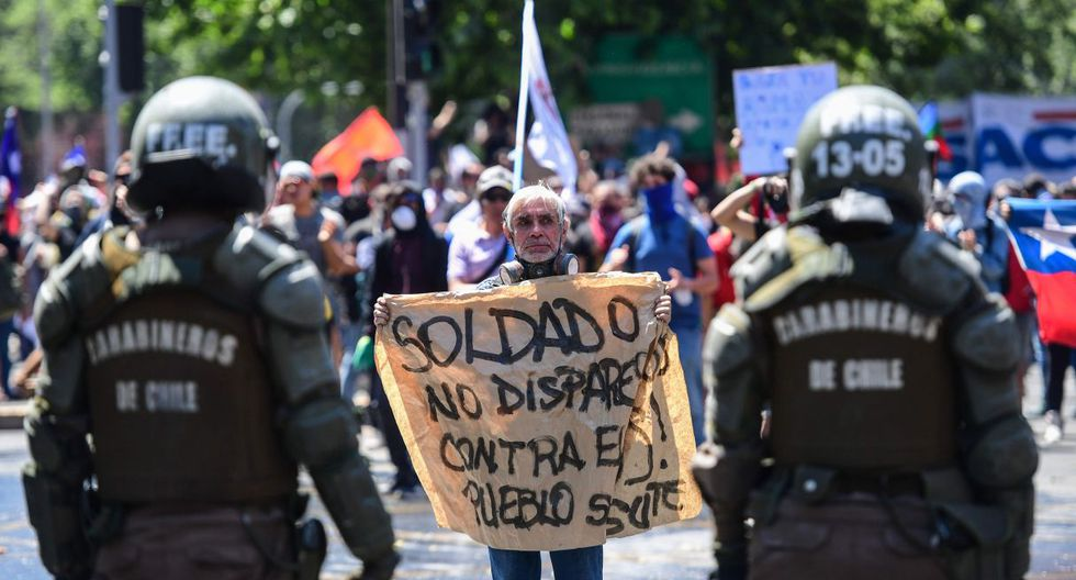 """Ante la multiplicación de denuncias sobre la acción de los militares que desde el sábado fueron desplegados en las calles, Bachelet anunció el envío de """"una misión de verificación"""". (Foto: AFP)"""