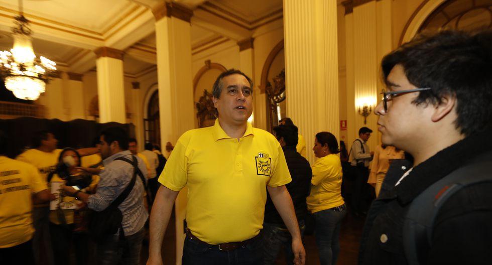 Mario Bryce protagonizó un tenso incidente con Julio Arbizu luego de un debate. (GEC).