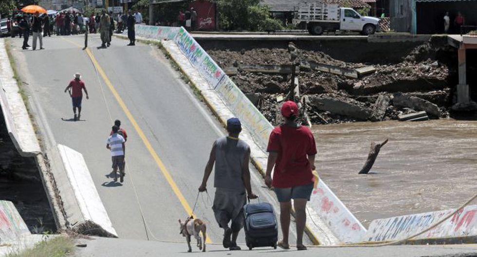 Puente de Coyuca de Benitez, en el estado de Guerrero, colapsó tras el paso del huracán Ingrid. (Foto: AFP)