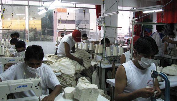 Los talleres textiles tendrán que funcionar a puertas cerradas y vender los productos vía online. (GEC)