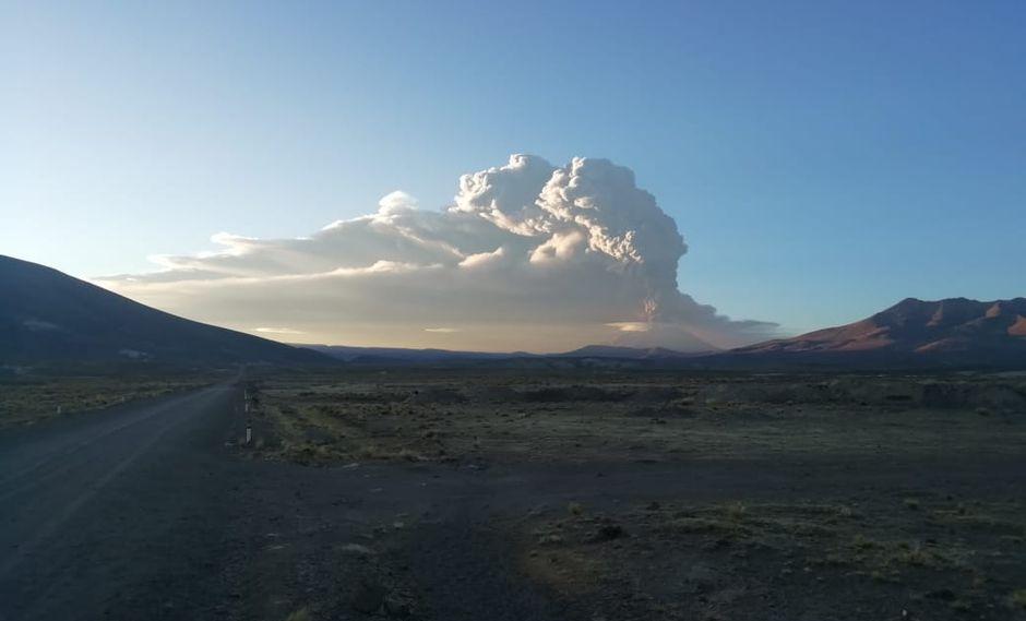 Este lunes se reportó una expulsión de cenizas en el volcán Ubinas, ubicado en la región Moquegua. (Foto: COEN)