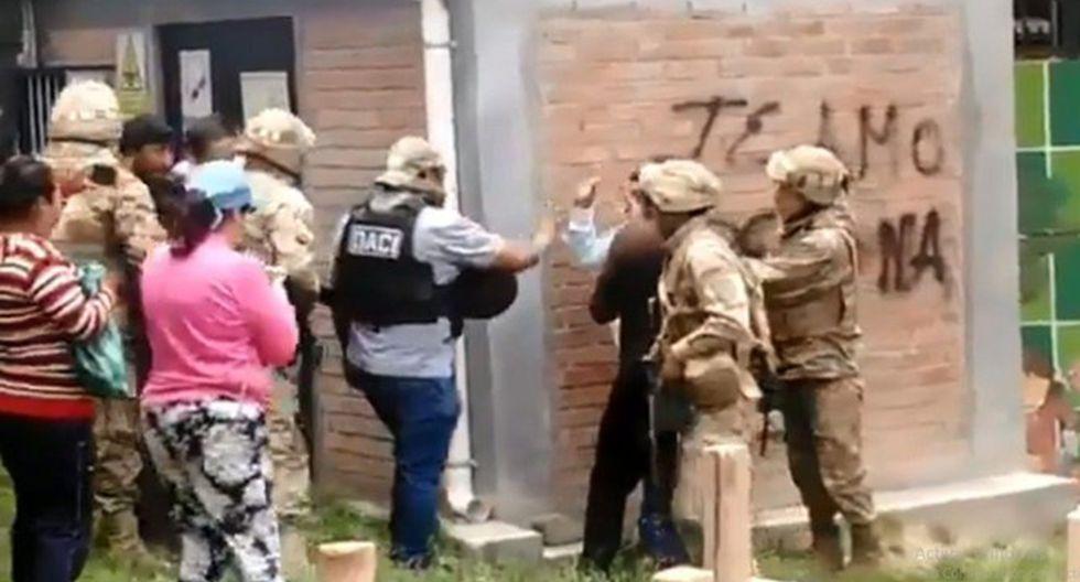 Policía boliviana atrapó a cinco personas con explosivos en una plata de gas en La Paz. (Foto: Captura de video)