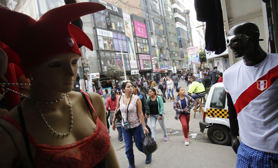 Los comerciantes de Gamarra esperan llegar a los S/10 millones en ventas de camisetas de la selección peruana. (Foto: GEC)