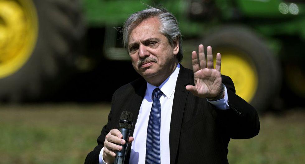 Fernández se impuso en las elecciones del domingo con el 48 % de los votos, según el recuento provisional, al oficialismo que encabeza Mauricio Macri. (Foto: AFP)