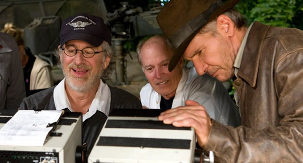 Steven Spielberg junto al elenco de Indiana Jones (Foto: YouTube)