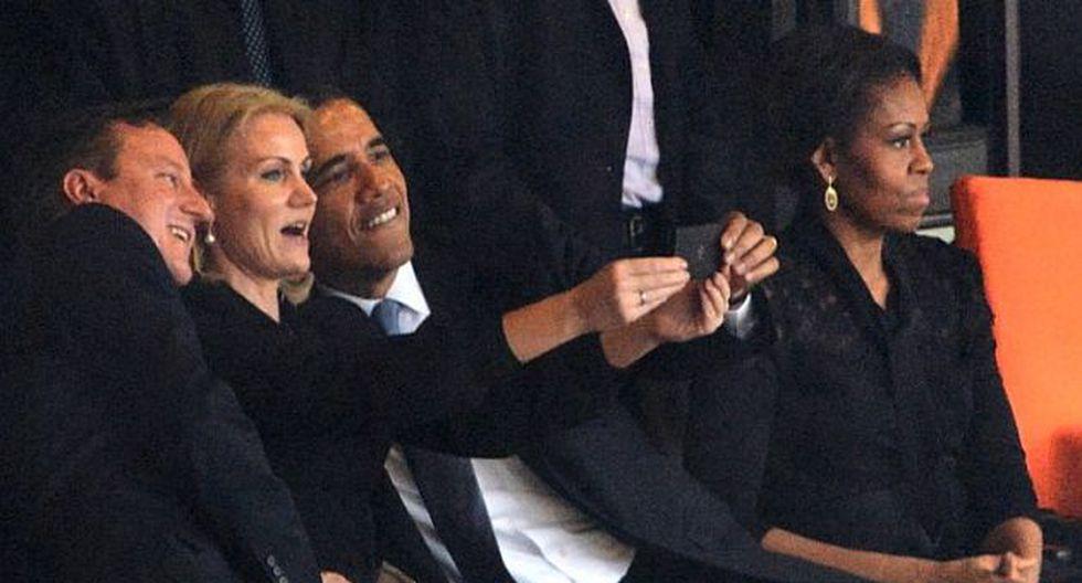 """David Cameron, Barack Obama y Helle Thorning-Schmidt posando para el """"selfie"""" en el estadio de Soweto (Foto: AFP)"""