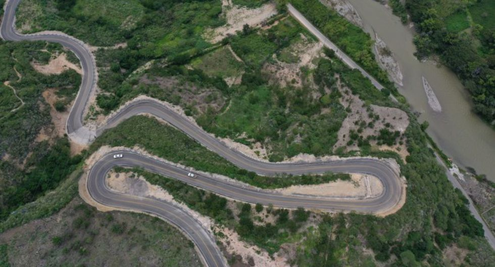 El presidente Martín Vizcarra y el titular del MTC, Edmer Trujillo, inauguraron la carretera que une la localidad de Tingo con la estación de embarque del teleférico de Kuélap. (Foto: MTC)
