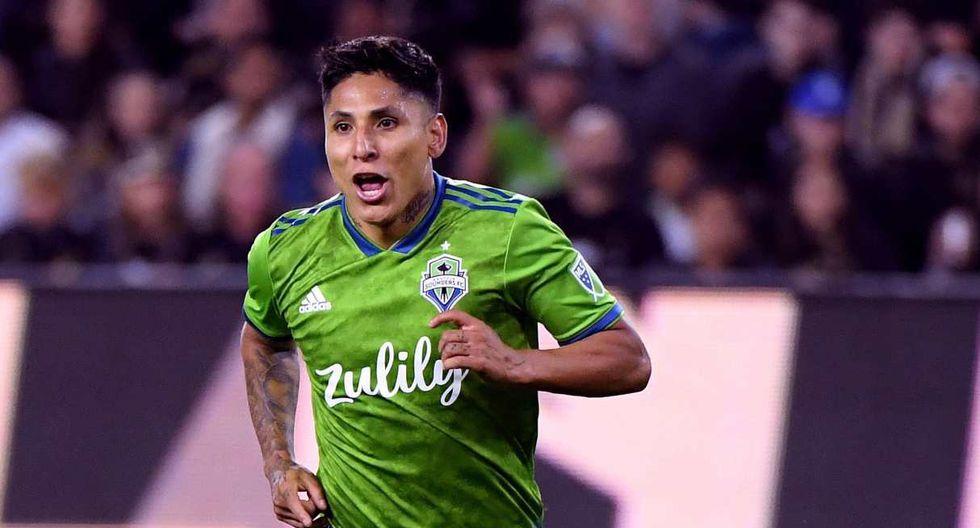 Raúl Ruidíaz respondió a la comparación con Carlos Vela, el mejor jugador de la temporada en la MLS. (Foto: AFP)