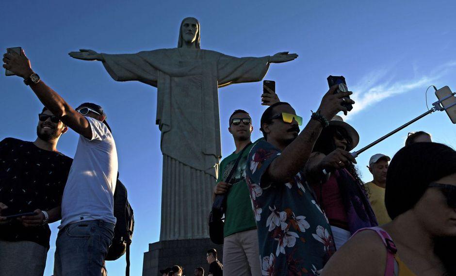 En Río de Janeiro, una danza de selfies a los pies del Cristo Redentor | FOTOS