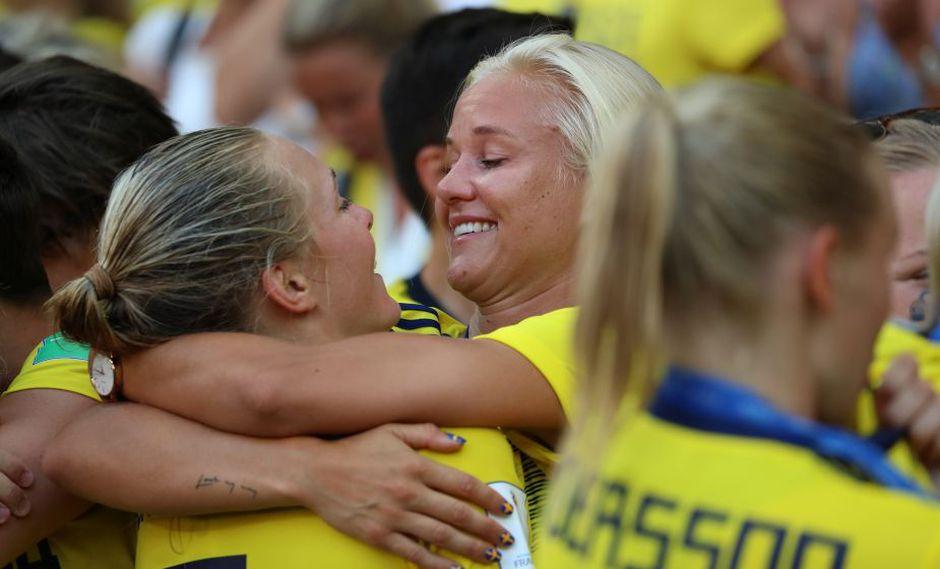 Magdalena Eriksson celebró el tercer lugar de Suecia en el Mundial junto a su novia | FOTOS