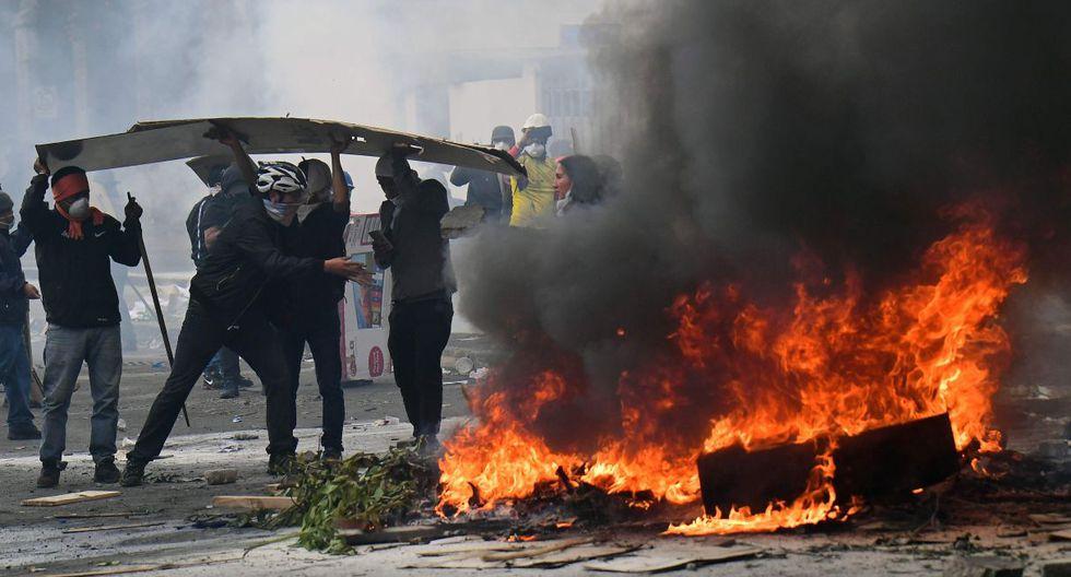 La Policía de Ecuador y el movimiento indígena que protesta por la eliminación de los subsidios a los combustibles volvieron a enfrentarse este sábado desde primera hora. (Foto: AFP)