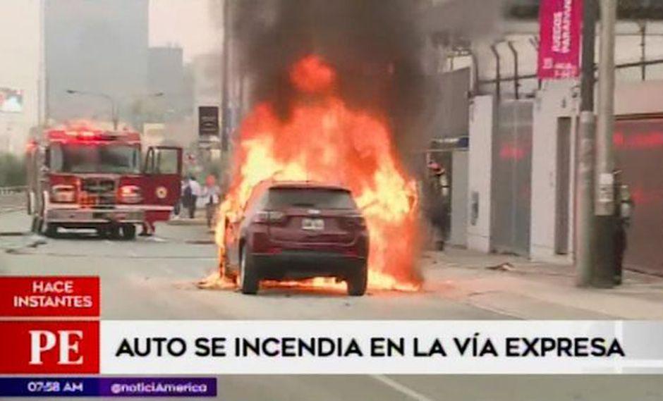 Dos unidades de la Compañía General Bomberos Voluntarios del Perú (CGBVP) controlaron un incendio. (Captura: América Noticias)