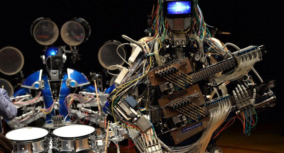 Banda de música integrada por robots sorprende en Japón (Foto: AFP)