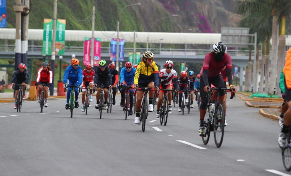 Entrenamiento de los atletas que participaron en el triatlón de Lima 2019 (Foto: Alessandro Currarino).