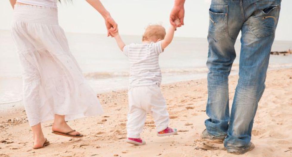 La playa es el lugar favorito de muchos niños, pero también puede causarles daños dermatológicos. (Foto: Shutterstock)