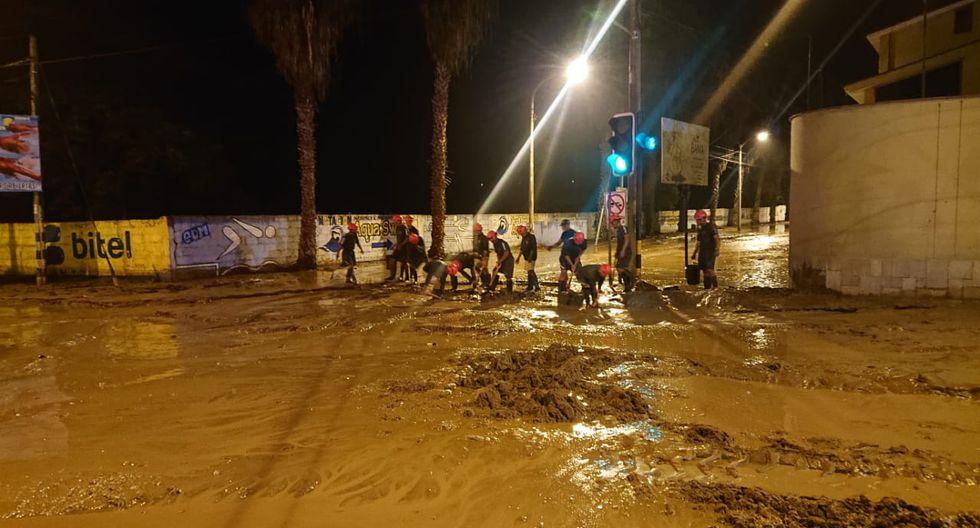 Calles, viviendas y locales inundados han dejado los huaicos registrados el último viernes en Tacna. (Foto: Mindef)