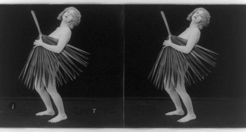 El blog Retronauta compartió una singular colección de bailarinas de burlesque, archivada por la Librería del Congreso de Estados Unidos.