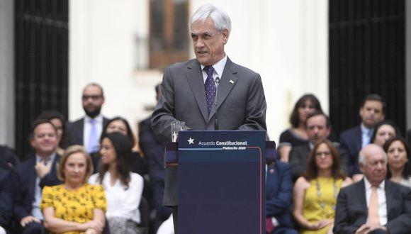 Chile: Sebastián Piñera firma ley que rebaja sueldos al presidente, congresistas y ministros. (EFE/Fotografía cedida por Presidencia de Chile)