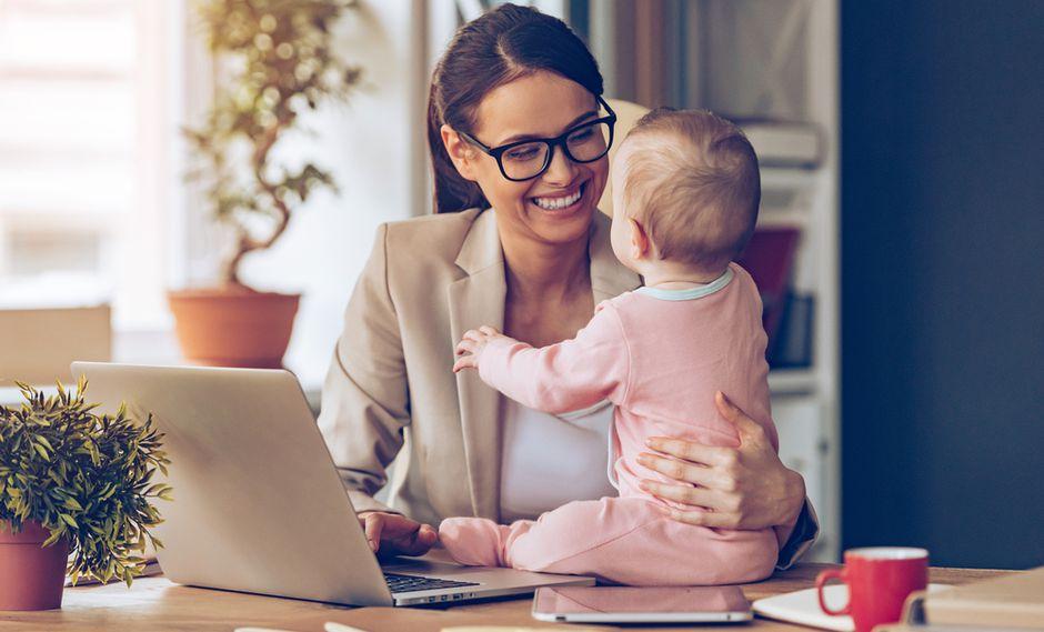 """""""¿No podríamos pensar también en incluir espacios adecuados con personal calificado para el cuidado de los hijos?"""". (Foto: Shutterstock)"""