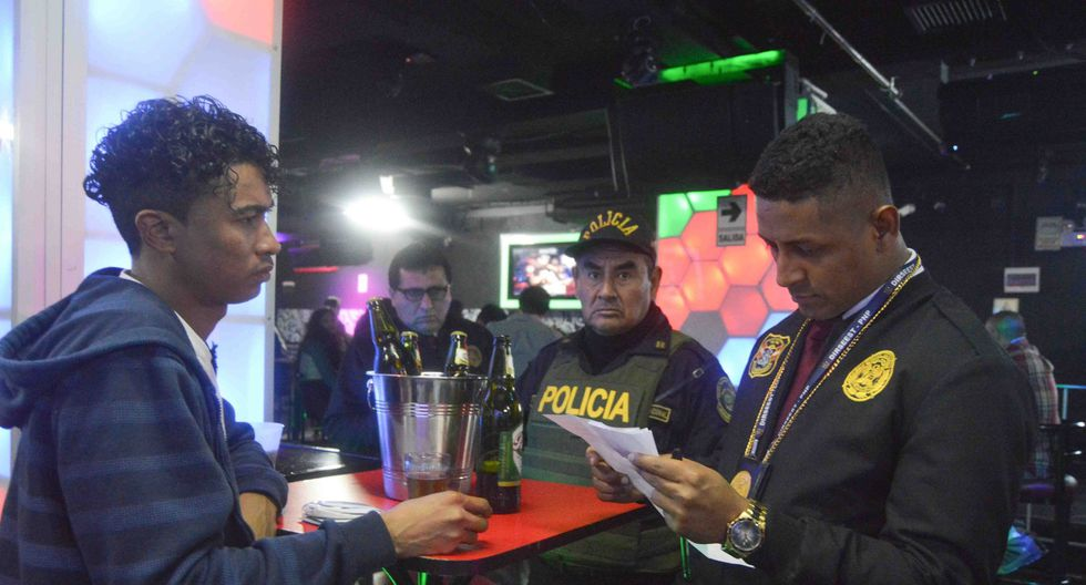 Los policías llegaron a intervenir a más de 100 personas, en su mayoría ciudadanos venezolanos que llegan en grupos a divertirse a la zona. (Municipalidad de Pueblo Libre)
