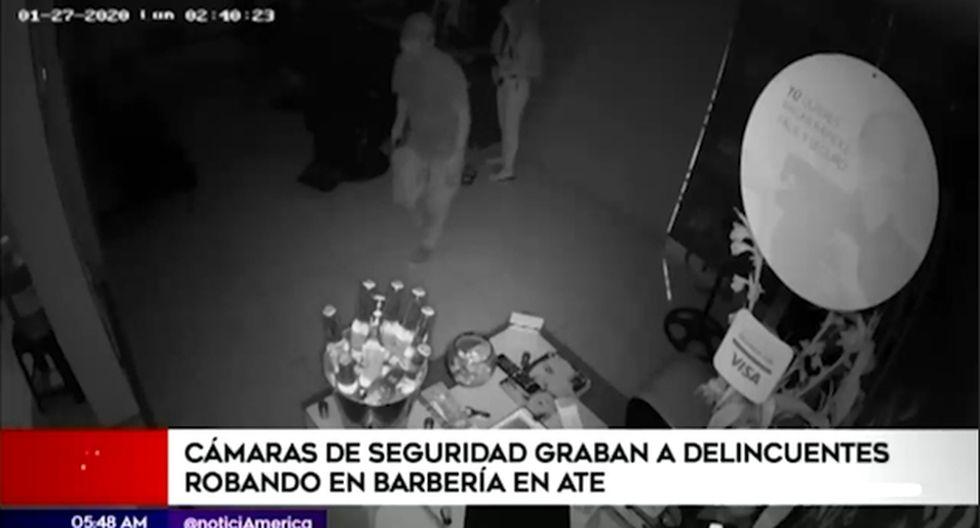 Las cámaras de seguridad registraron el accionar de los malhechores. (Foto captura: América Noticias)