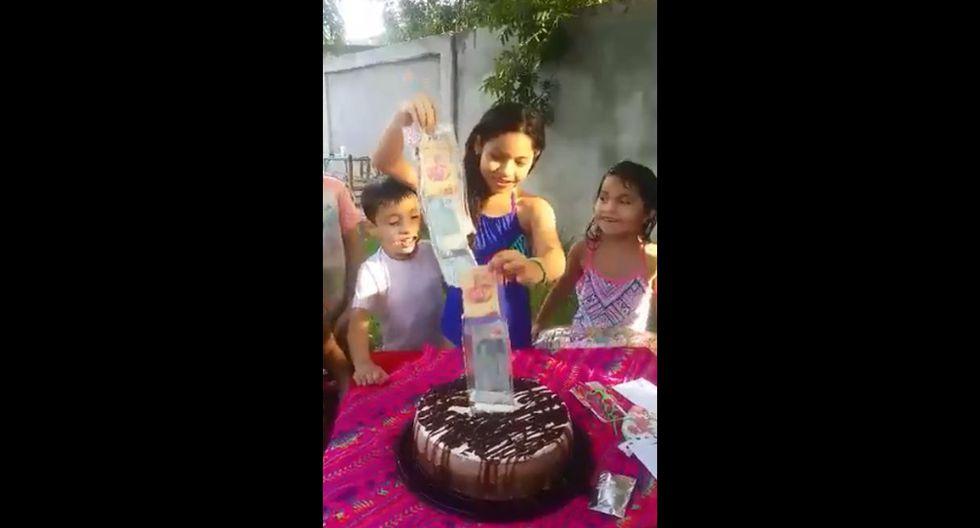 En Facebook fue visto el video de una niña emocionándose tras encontrar un paquete de billetes dentro de torta. Desde México, su reacción se volvió viral entre los usuarios de las redes sociales. (Foto: Captura)