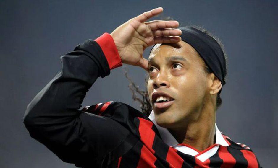Ronaldinho ve una eliminatoria abierta entre Barcelona y Manchester United. (Foto: AFP)