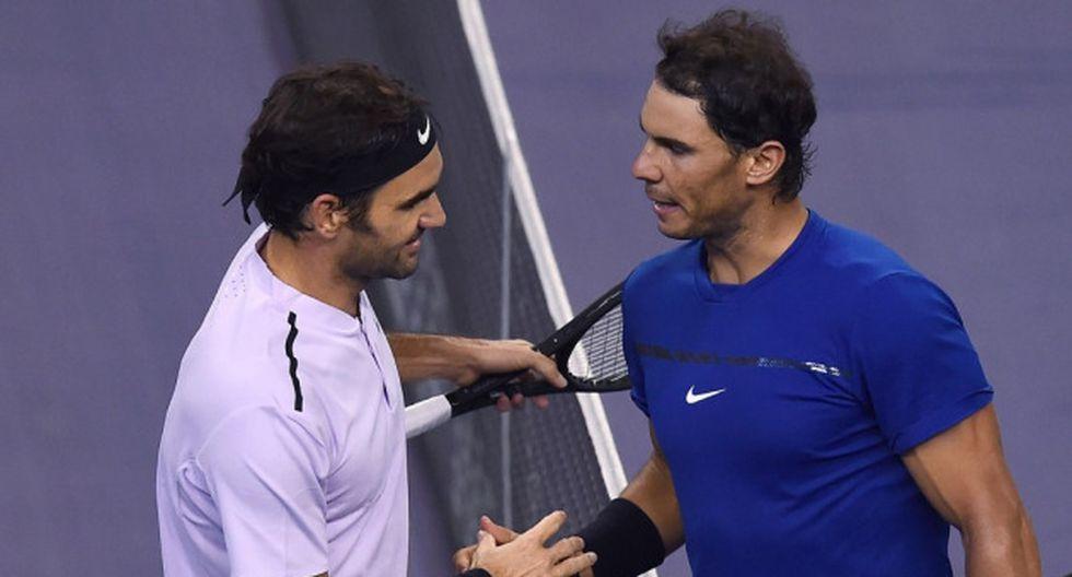 Roger Federer y Rafael Nadal cuando se enfrentaron en el Shanghai Masters del 2017. (AFP)