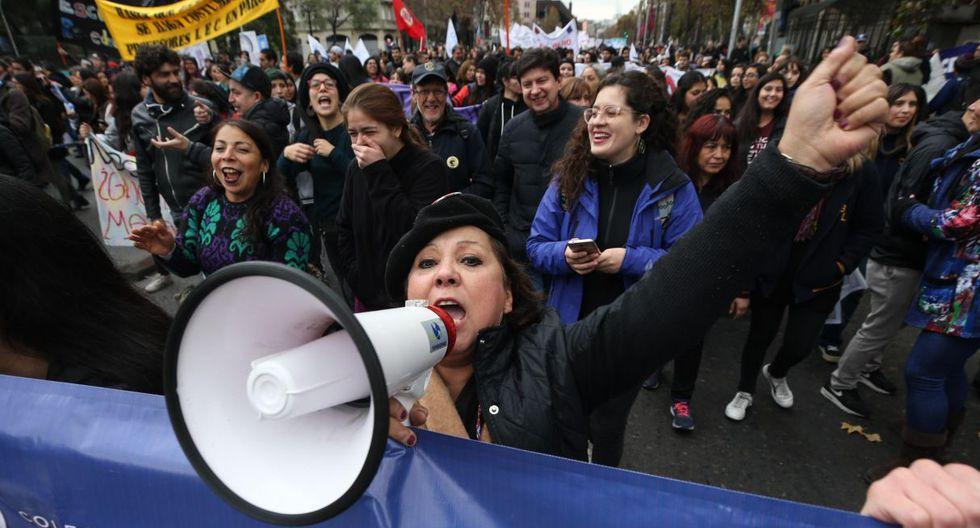 La manifestación de docentes fue respaldada por estudiantes universitarios y secundarios. (Foto: EFE)