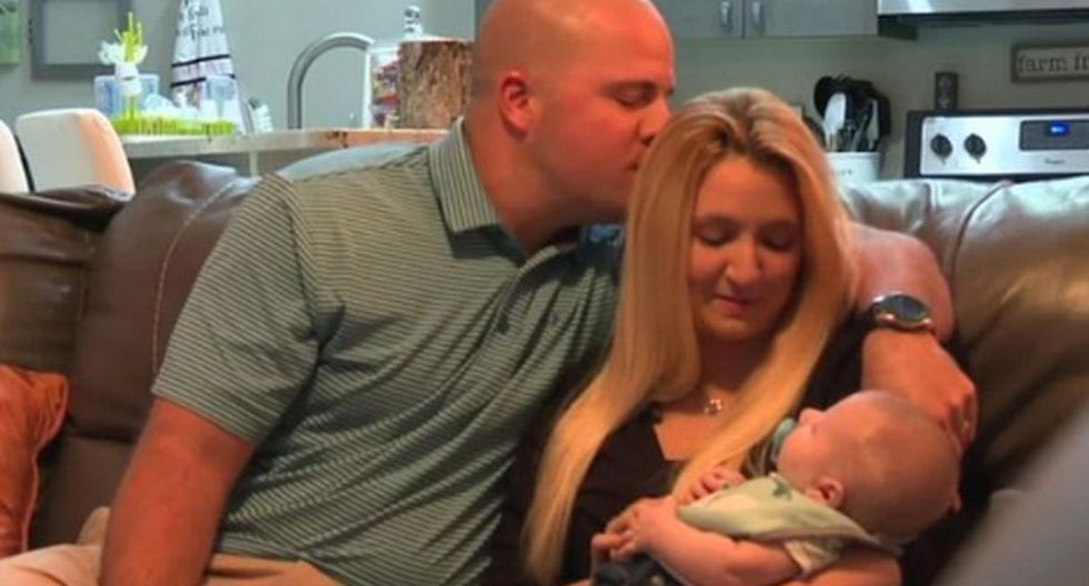 Anthony y Krista Rivera dieron la bienvenida a su hijo, Garrett Campbell Rivera, al mundo en agosto de 2019. (Foto: Captura YouTube/FOX 4 Now)