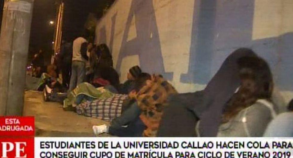Estudiantes de la Universidad Nacional del Callao pasaron la noche en los exteriores. (Captura: América Noticias)