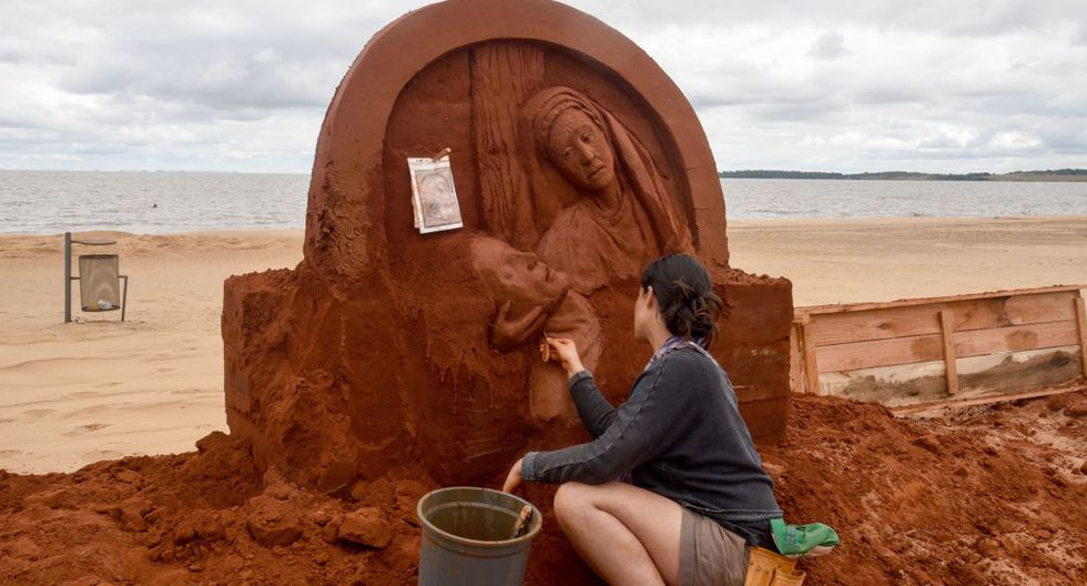 Quisimos aprovechar el escape de la población urbana al campo en estos días para mostrar de lo que son capaces de hacer artistas, dijo el empresario Ramón Acuña. (Foto: AFP)