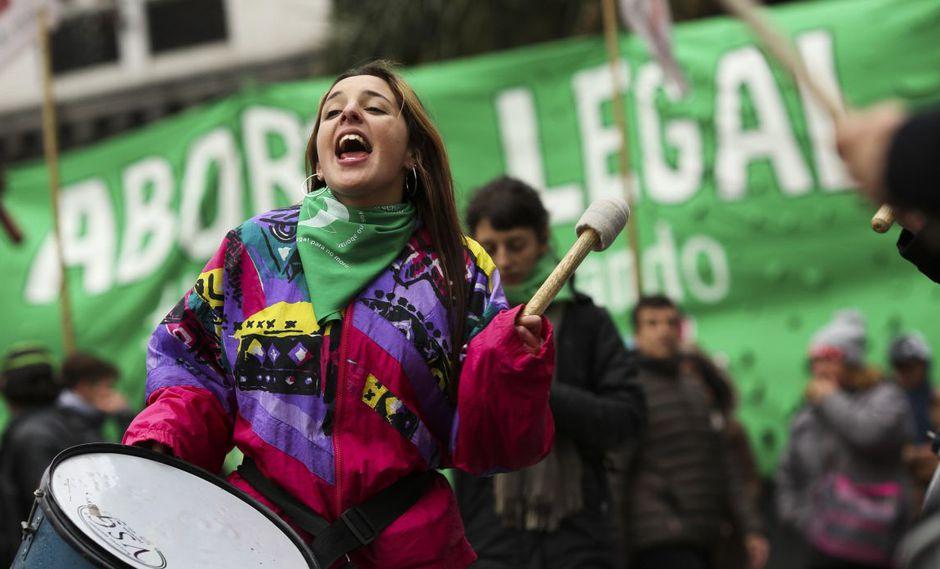 Organizaciones en favor del aborto legal buscan instalar el tema en la campaña electoral para los comicios generales del 27 de octubre. (Foto referencial: EFE)