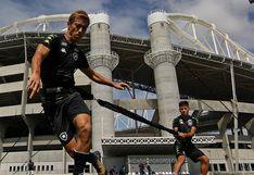 Alexander Lecaros entrena con Keisuke Honda en Botafogo