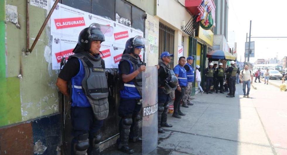 Dos hostales, un bar y una pollería, ubicados en la avenida Colonial, fueron clausurados. (Foto: Municipalidad de Lima)
